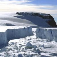 Az egyes területeken szabaddá vált vízfelszín megfagy