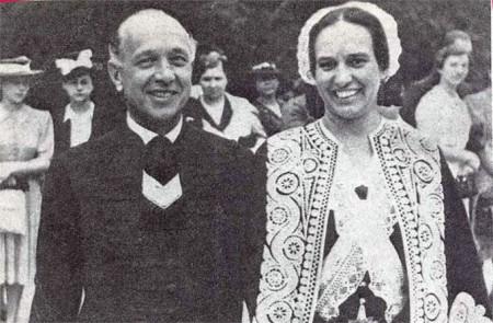 Zsindely Ferenc és Zsindelyné Tüdős Klára egy körmenetben 1938-ban