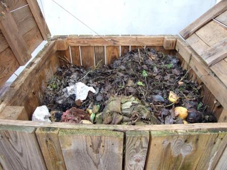 A komposztláda ötlete nálunk öt éve merült föl kizárólag környezetbaráti, majd később költségcsökkentő célzattal