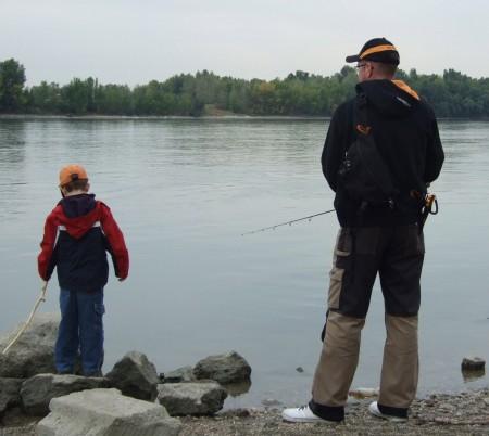 Horgászat: rekreációs célból a halgazdálkodási vízterületen a halnak megengedett módon és horgászkészséggel vagy a csalihalnak 1 négyzetméternél nem nagyobb emelőhálóval való fogása