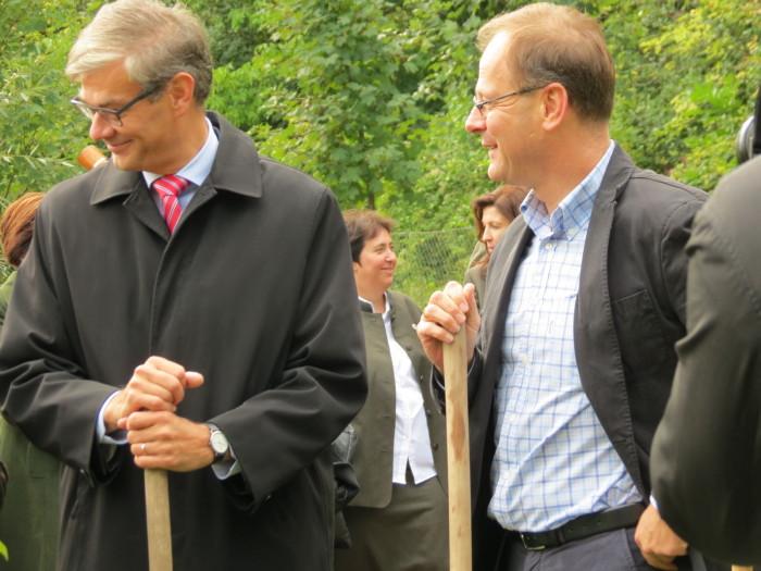 Dr. Navracsics Tibor miniszterelnök-helyettes, közigazgatási és igazságügyi miniszter, országgyűlési képviselő, és Pasi Tuominen finn nagykövet