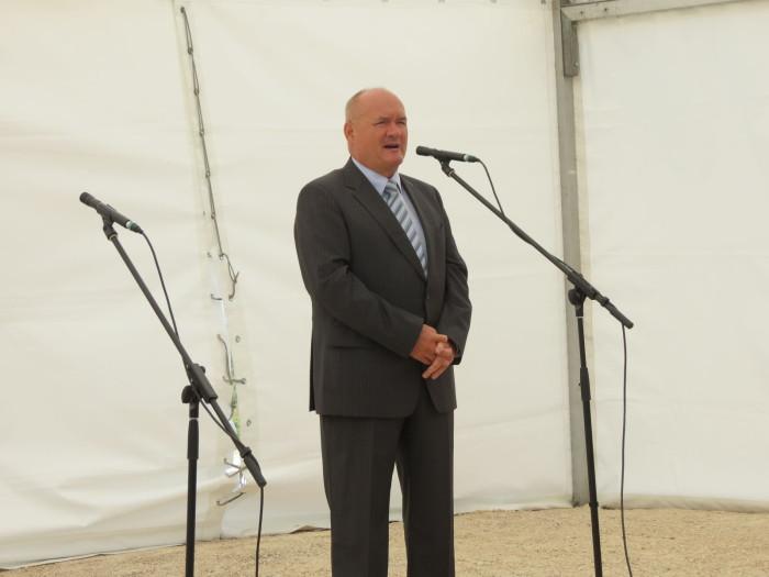 A Maderspach Viktor kilátót, valamint a várpalotai kerékpárutat és erdei tornapályát Hende Csaba honvédelmi miniszter, valamint Tengerdi Győző, a VERGA Zrt. vezérigazgatója adta át - 2