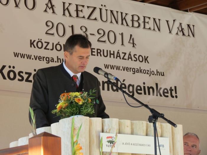 A megnyitón beszédet mondott dr. Navracsics Tibor miniszterelnök-helyettes, közigazgatási és igazságügyi miniszter, országgyűlési képviselő, a Magyar Fejlesztési Bank Zrt. képviselője, Pap Gyula, a Veszprém Megyei Vadászkamara elnöke, valamint Tengerdi Győző, a HM VERGA Veszprémi Erdőgazdaság Zrt. vezérigazgatója