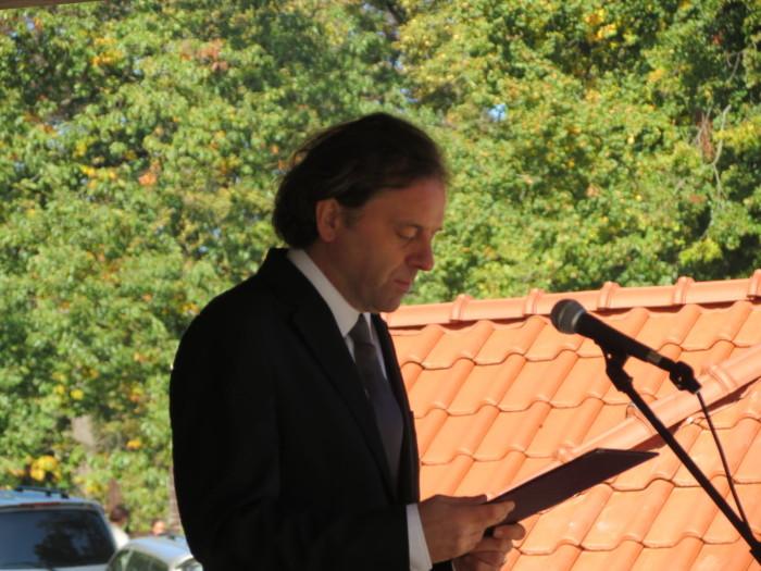 Az alsóperei Bakony Zöld Szíve központ átadó ünnepségének műsorvezetője Oberfrank Pál, Jászai Mari-díjas színművész volt