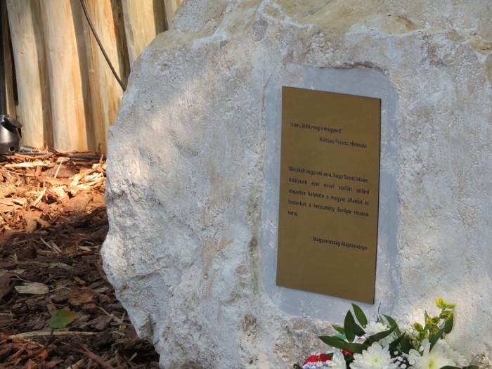 A fenyőfából ácsolt 8 méteres Magyarság Keresztjét avatták fel; előtte egy kövön a Himnuszból és Magyarország Alaptörvényéből vett idézet olvasható.