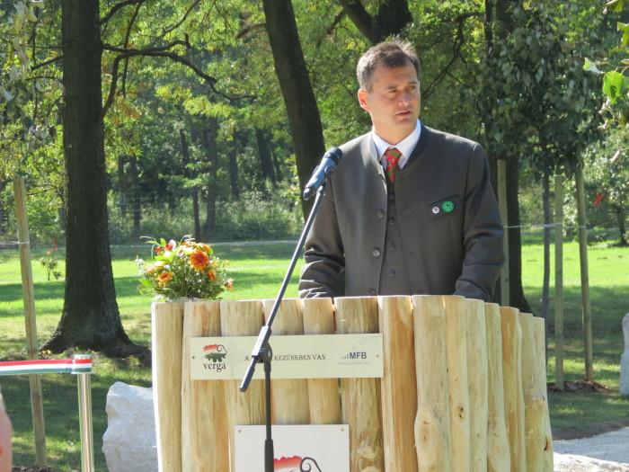 Végül Tengerdi Győző, a HM VERGA Zrt. vezérigazgatója méltatta az elődök érdemeit