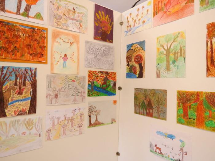 A Látogatóközpontban állították ki a rendezvény alkalmából indított gyermekrajz verseny díjnyertes alkotásait