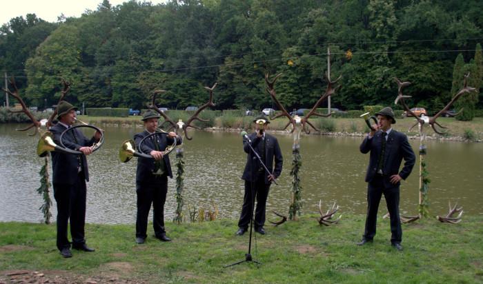 A Vadászkamara Kürt Együttes a legjellemzőbb vadászszignálokat és komponált zeneműveket adta elő