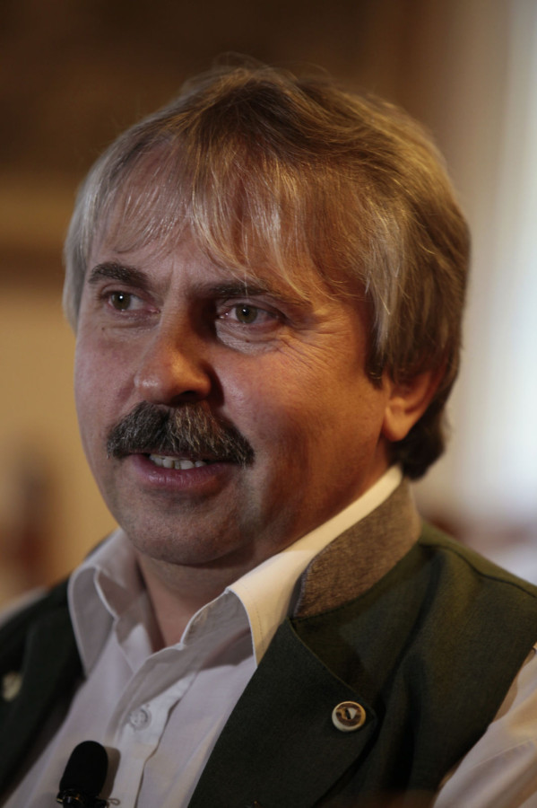 Az Óbíródi Vadászház újkori történelmébe, a vadászati turizmus és a vadászház-vadászházi gasztronómiába Zsoldos Lajos idegenforgalmi ágazatvezető és vadászházvezető vezette be a stábot